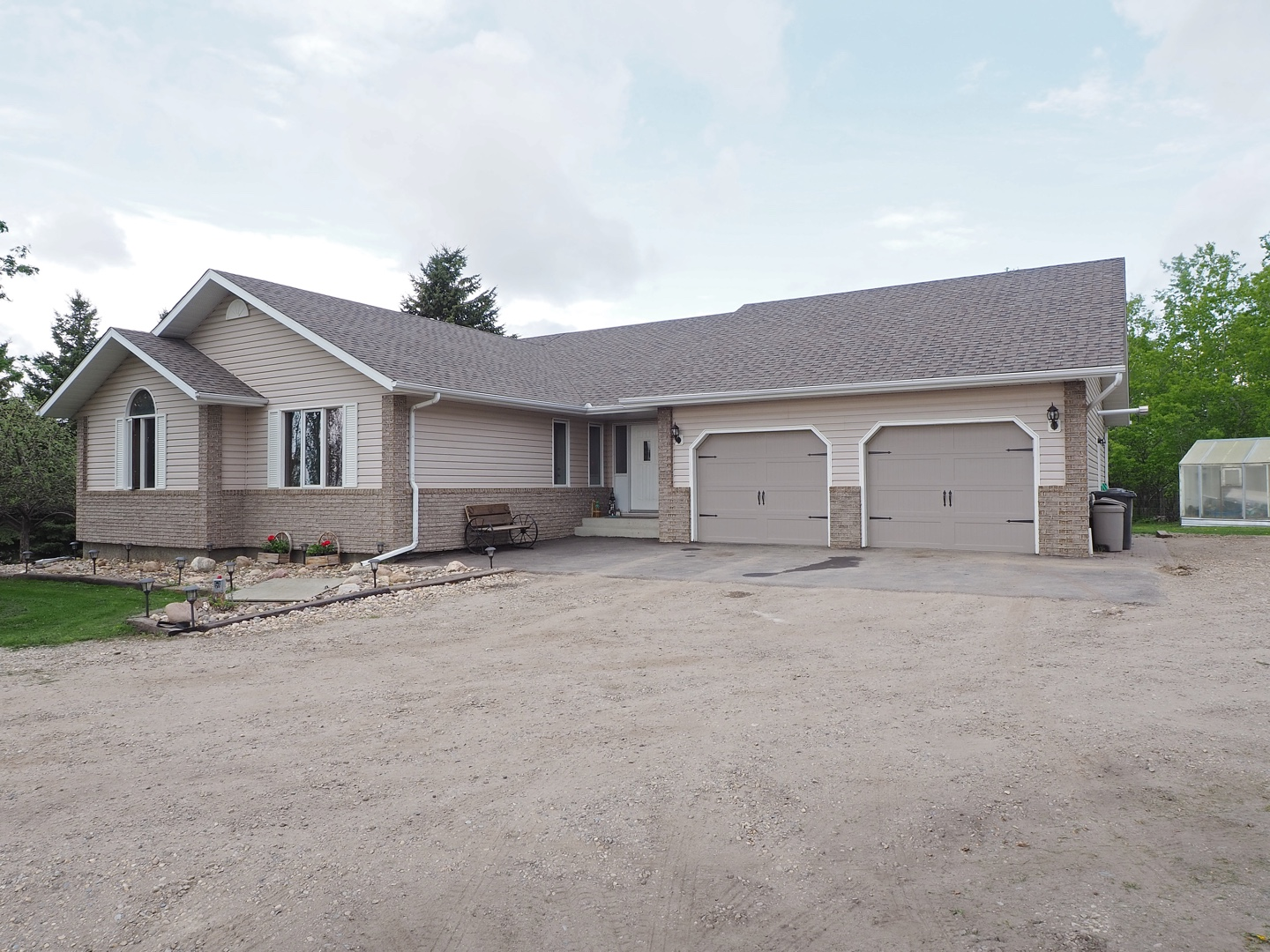 Innisfail bungalow on country lot